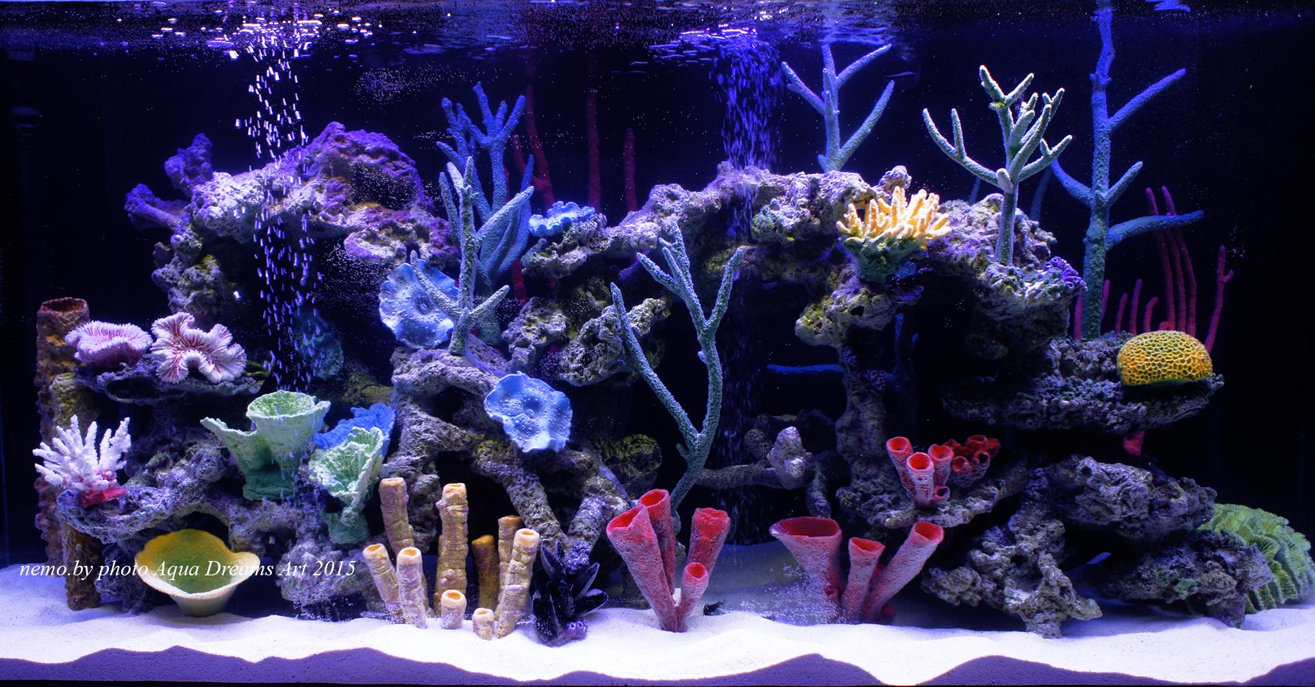 Классический интерьер диктует свои строгие правила, и дизайн этого аквариума, как нельзя лучше соответствует общей стилистике.