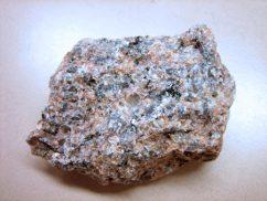 Гранит - твердая порода вулканического происхождения