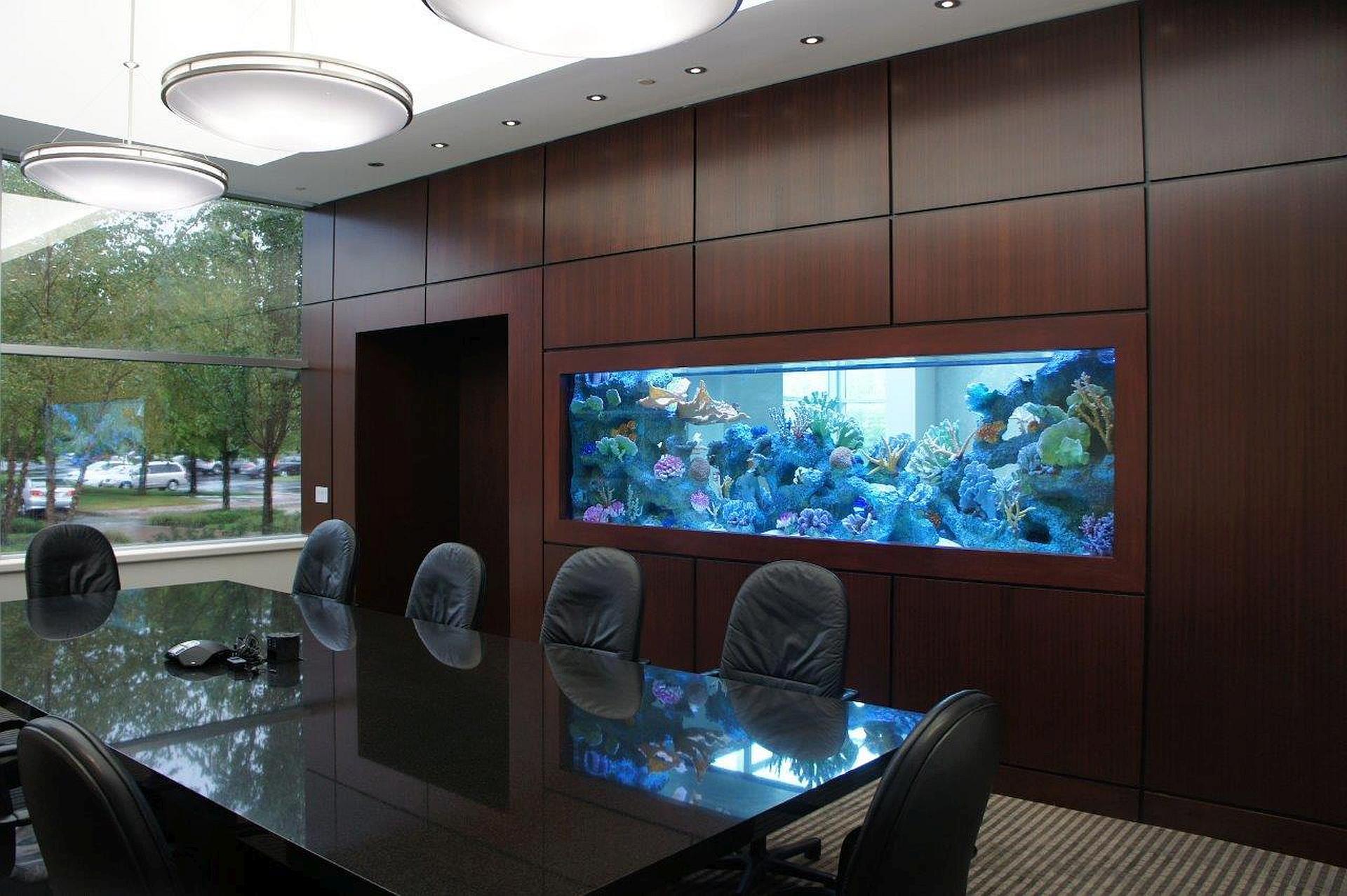 Как встроить аквариум в стену?