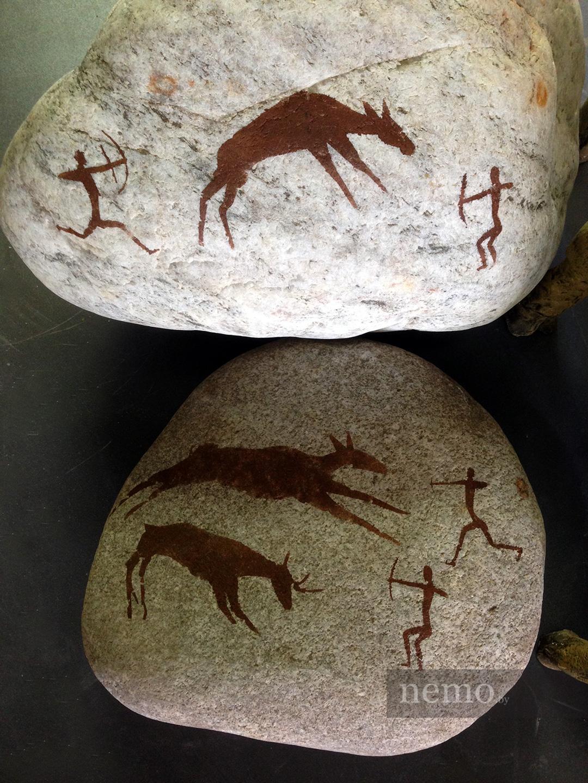 Наскальные рисунки в декоре аквариума