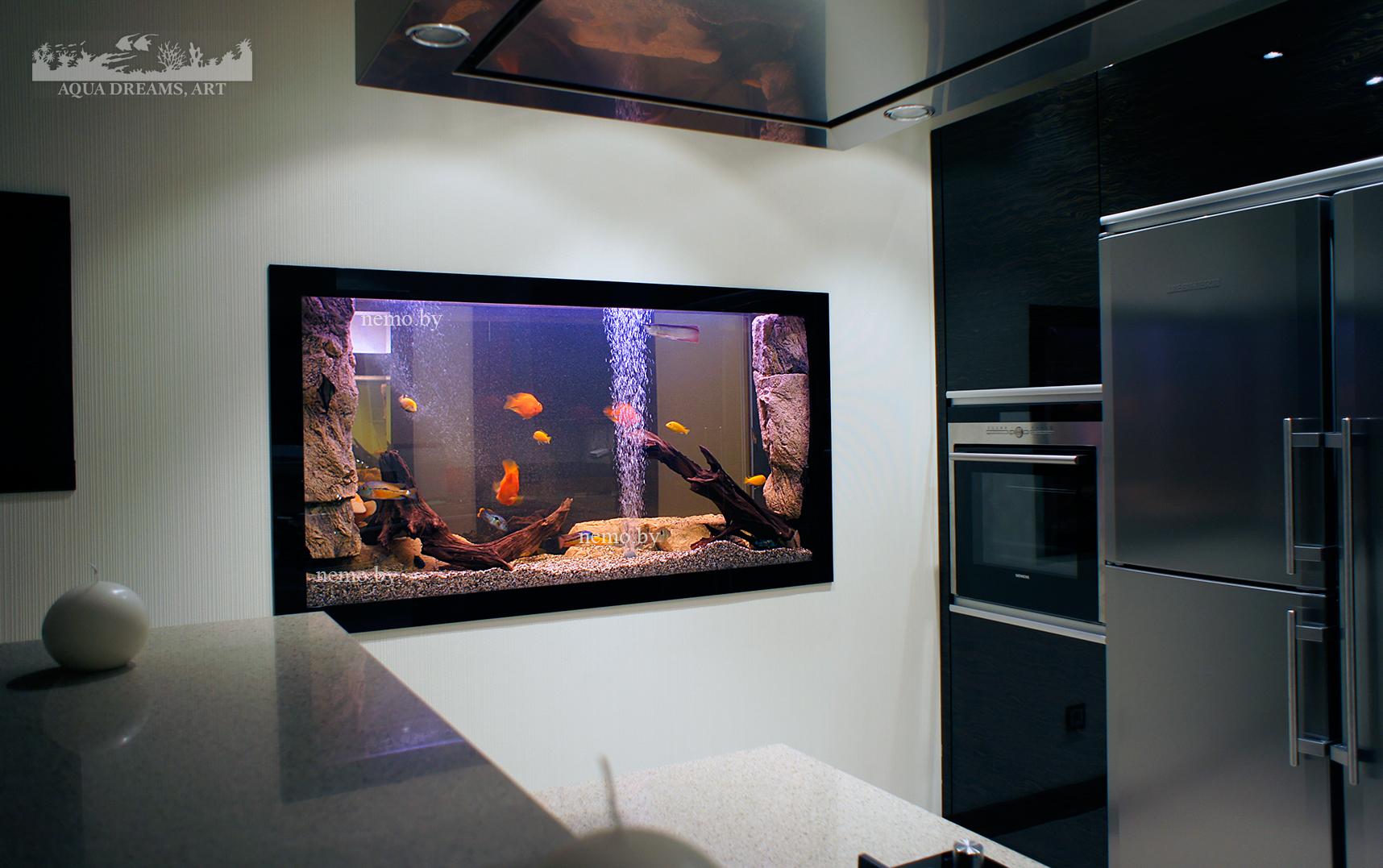 похвалите, пожалуйста, плоский аквариум на стену фото основном